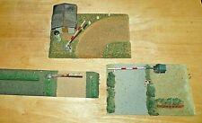 3 St DDR Spielzeug Modellbahn alt Holz Masse Bahnübergang elektrisch beleuchtet
