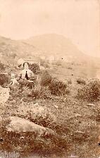 BD776 Carte Photo card RPPC Femme chien montagne cravate nature vers 1920