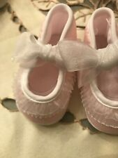 Will'Beth Beautiul Pink Lace Crib Shoe