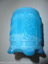 27028 kleiner Preßglas Becher blau blue opal pressed glass little cup opalin 6cm