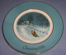 vintage 1976 Wedgwood Christmas Plate Tree Cutting England 9in great gift