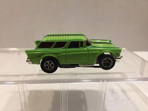 Aurora AFX slot car 1957 CHEVY NOMAD with Running NON Magna-Traction chassis