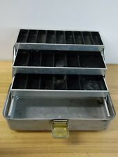 VINTAGE UMCO CORP MODEL 103 A FISHING TACKLE BOX Made in USA Watertown, MINN.