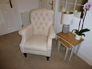 +++ Traditional button back arm chair +++