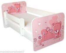 Letti rosa in legno per la cameretta dei bambini