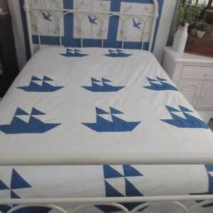 Cottage by the Sea! Beautiful Blue & White VINTAGE 30s QUILT COVERLET 86x77