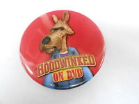 VINTAGE PINBACK BUTTON #79-046 - HOODWINKED movie RED