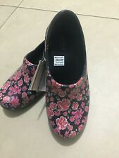 Womens Crocs Neria pro II graphic clog black / floral relaxed fit Size 8 NWT