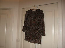 Ladies Top Size 12  Bust 98 cm Colour  Black & Gold  Design  Sussan  3/4 Sleeves
