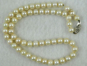 VINTAGE PEARL NECKLACE WITH 14K WHITE GOLD CLASP