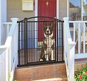 Carlson Pet Products 460 Outdoor Walk-Thru Gate with Small Pet Door