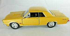 Welly Diecast 1965 Pontiac Gold GTO No. 2313 Scale 1:43