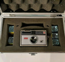 Kodak Instamatic 104 Camera w/ 5 Flash Bulbs & Hard Side Carrying Case, Vintage