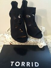 New In Box Torrid Scallop Lace Up Heels Black Faux Suede Size 9.5 Wide
