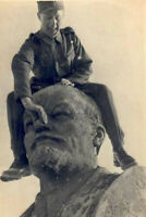 """German soldiers on the monument to Lenin 1941 Minsk WW2 War Photo """"4 x 6"""" inch С"""