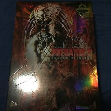 Hot Toys Shadow Predator Brand New