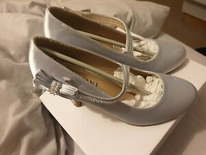 Ladies silver shoes size 5