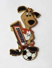 pin's Snickers mascotte Football USA 94