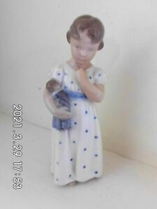 Royal Copenhagen girl with doll 3539