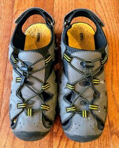 "Khombu Kids Boy's Closed Toe Sport ""Charlie"" Sandals. Grey & Yellow, Size 6."