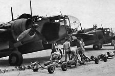 "WW2 - Aviation - Approvisionnement en bombes des ""Martin Baltimore"""