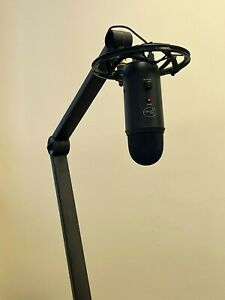 Blue Microphones Yeticaster Professional Broadcast Kit - Black