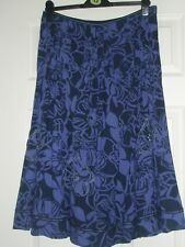 PER UNA NAVY PATTERNED SKIRT SIZE 10 - FULLY LINED WITH EMBROIDERED FLOWER & SEQ
