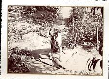 snapshot Trévoux 4 juillet 1934 chien sur couverture avec collier et muselière