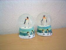 "Mittelgroße Schneekugel ""Pinguin"" (Kunstharz/Glas) / Medium Snow Globe ""Penguin"""