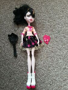 Monster High Doll - Draculaura Art Class - Great Condition