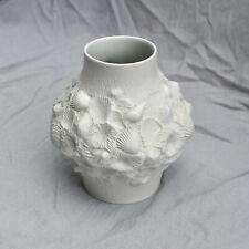 AK Kaiser Vase mit Muscheldesign aus Bisquitporzellan, Modell-Nr. 221