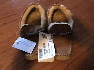 LL Bean Women's Wicked Good Moccasin Suede Shearling Slippers 6