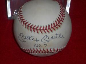 MICKEY MANTLE SIGNED  BASEBALL W/CASE