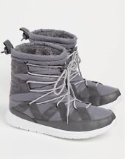 New Womens Gray Strapped Faux Fur Lined Snow Boots Size Large 8.5-9-9.5