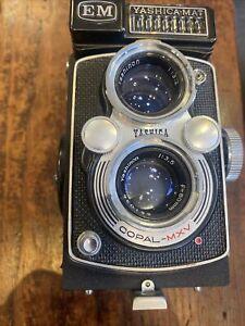 Yashica-Mat EM medium format 120 Camera