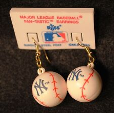 1990 DATED NEW YORK YANKEES MLB BASEBALL EARRINGS UNUSED MINT CONDITION ON CARD