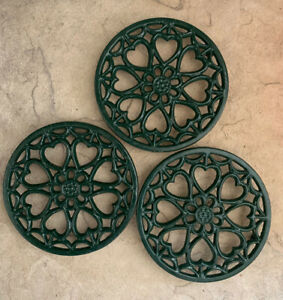 """Lot Of 3 Trivets Cast Iron Forest Green Enamel Hearts Round 5.75"""" Rubber Feet"""
