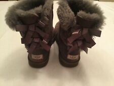UGG Bailey Bow Australia S/N 3280Y Gray Suede Boots Size 6 Fleece Lined