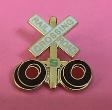 Railroad Hat-Lapel Pin/Tac -Gold Crossing gate signal/ crossbucks  #1464G-NEW