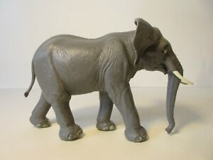 BRITAINS Plastic Zoo Animals: AFRICAN BULL ELEPHANT #1310 Very good condition