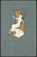Art Nouveau. Style Mucha. Carte gaufrée, femme à l'amphore