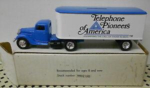 BELL TELEPHONE PIONEERS OF AMERICA 1937 FORD TRACTOR TRL 1988 ERTL BANK #9802