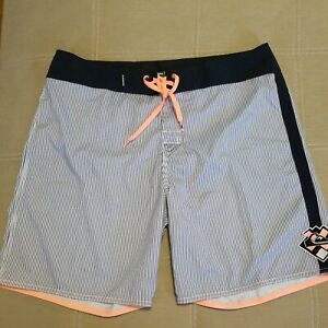 Mens Quick Silver Gray and White Board Shorts Size 36 EUC