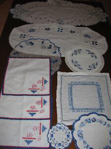 Konvolut Deckchen-überwiegend Handarbeit-blaue Stickerei-10 Deckchen-Tischdecken