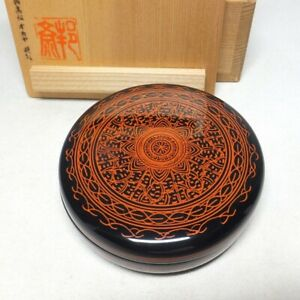 D1700: Japanese SANUKI lacquer ware incense case with fine pattern of KINMA