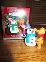 "WINNIE THE POOH HALLMARK CHRISTMAS ORNAMENT-""BUILDING A SNOWMAN""-NEW IN BOX!"