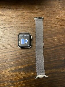 Apple Watch Nike Series 4 40 mm silver Aluminum Case (MU642LL/A)