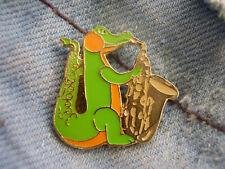 Pin Saxophon Tenorsaxophon Alt-Saxophon goldfarben mit Drachen Dino Urmel