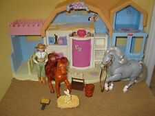 Fisher Price Loving Family Sweet Expression Horse Sounds Stable Barn bunny