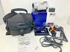 Sony Handycam DCR-SR2000 NTSC HDD 40 GB 4.0 MP Video Camera Battery Charger